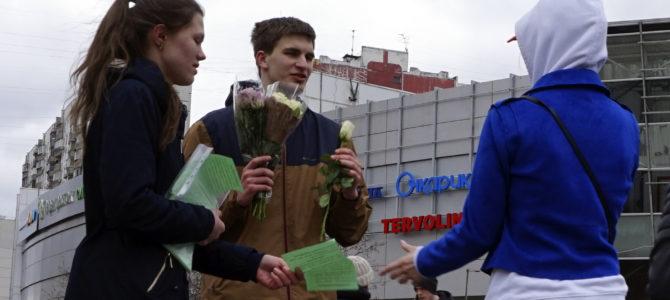 2000 роз для прекрасных дам в день жен-мироносиц